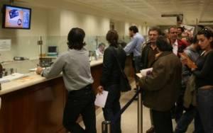 Ουρές στις τράπεζες για φόρο εισοδήματος και ΕΝΦΙΑ