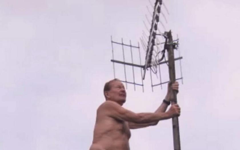 Βρετανία: Το «μυστικό» χωριό των γυμνιστών (pics)