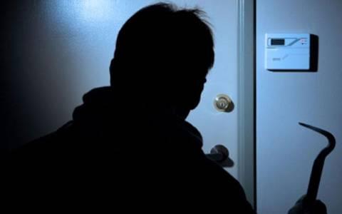 Μπήκε σε σπίτι γνωστών του και έκλεψε χρήματα και χρυσαφικά