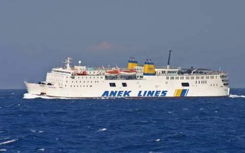 Φωτιά στο επιβατικό πλοίο «Ιεράπετρα Λ» (pics)