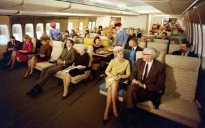 Στο εσωτερικό ενός αεροπλάνου το 1970 (pics)