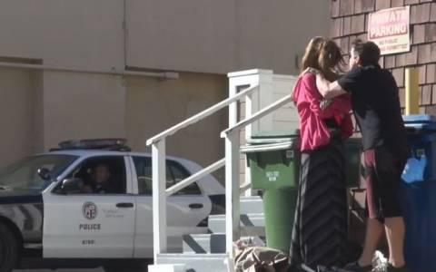 Φάρσα: Κακοποίηση γυναίκας (!) μπροστά σε αστυνόμους