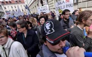 Σλοβενία: Μείωση μισθών στο δημόσιο τομέα