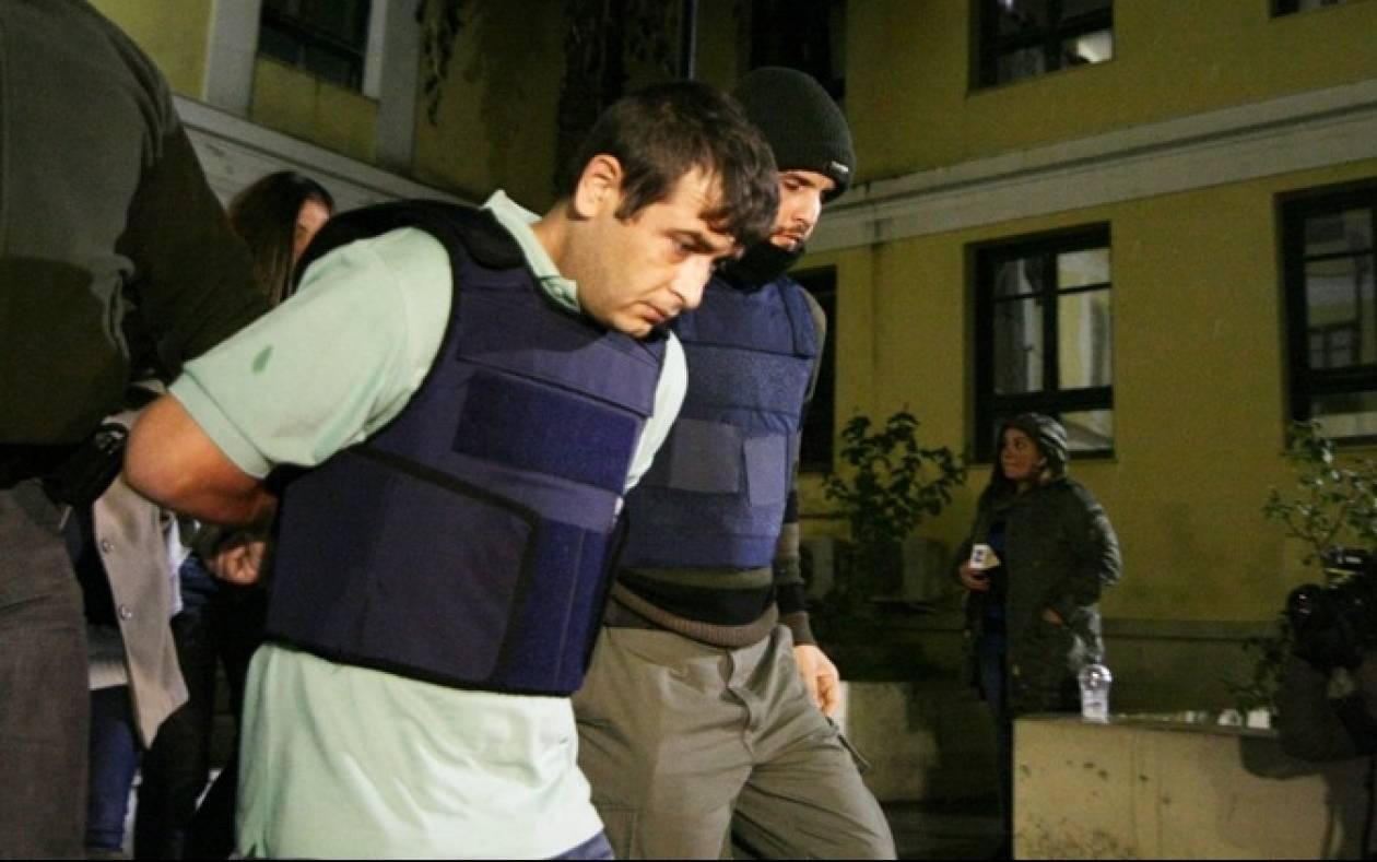 Δικηγόρο ζητά τώρα ο Αλβανός «πιστολέρο»