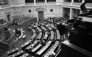 Βουλή: Τοποθετήσεις βουλευτών για τις αξιώσεις της τρόικας