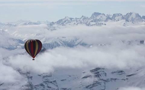 Bόλτα με αερόστατο πάνω από το Έβερεστ!