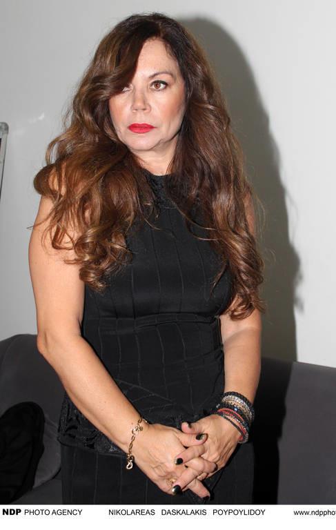 Σοκαρισμένη Ελληνίδα τραγουδίστρια λόγω ληστείας