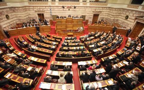 Βουλή: «Πόλεμος» για το ψήφισμα της 5ης ΕΛΜΕ (vid)