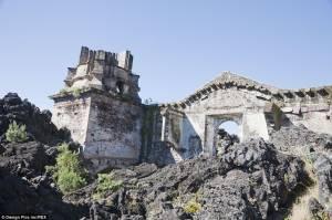 Μεξικό - Αυτή την εκκλησία δεν την γκρεμίζει ούτε λάβα