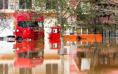 Καταγράφουν τις ζημιές από τη νεροποντή στη Θεσσαλονίκη