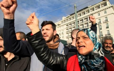 Αρνούνται να μετακινηθούν οι Σύροι -Λιποθύμησε αγοράκι