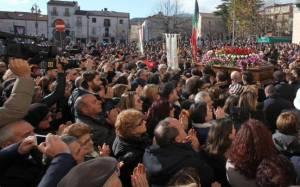 Χιλιάδες Ιταλοί αποχαιρέτησαν τον Τζουζέπε Μάνγκο (photos)