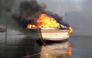 Καταστράφηκε από πυρκαγιά σκάφος αναψυχής στον Αγ. Νικόλαο