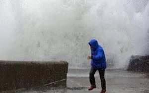 Ακραία καιρικά φαινόμενα πλήττουν τη Βρετανία
