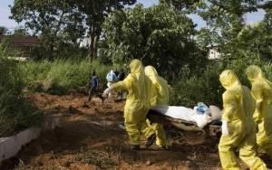 Έμπολα: Φρίκη στη Σιέρα Λεόνε-Μαζικοί τάφοι θυμάτων του ιού