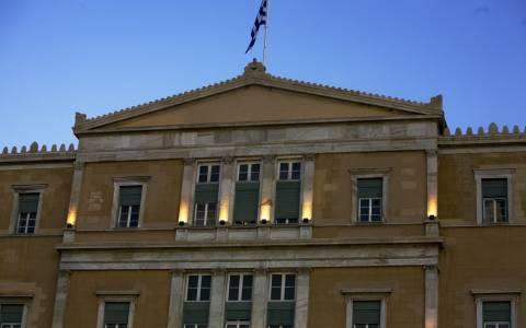 Βραχυκύκλωμα στη Βουλή – Πυκνοί καπνοί στο κτήριο