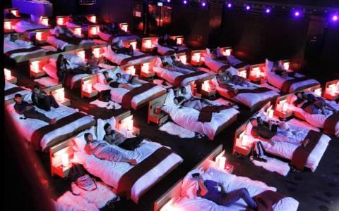 Η ΙΚΕΑ μετατρέπει ένα σινεμά σε κρεβατοκάμαρα