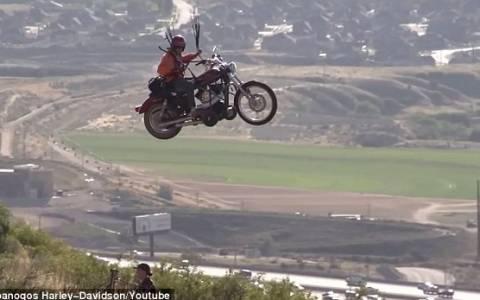 Πετάει η Harley; Πετάει! (video)