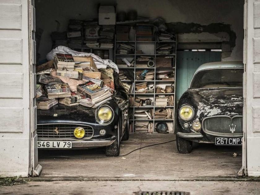 Αυτοκίνητα αντίκες βρέθηκαν σε αχυρώνα στη Γαλλία
