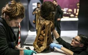 Μούμια ηλικίας 1.000 ετών ανακαλύφθηκε στο Περού (pics)