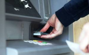 Της έκλεψαν την κάρτα και άδειασαν τον τραπεζικό λογαριασμό