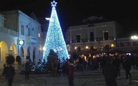 Άναψε το χριστουγεννιάτικο δένδρο και στη Ζάκυνθο (Vid)