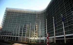 Κομισιόν: Μοναδικό σενάριο να μείνει η Ελλάδα στο ευρώ