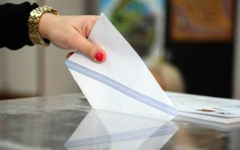 «Βροχή» παραιτήσεων από κρατικές θέσεις – Μύρισε εκλογές