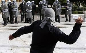Telegraph: Για να σωθεί η Ελλάδα πρέπει να βγει από το ευρώ