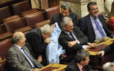Βολές Τατσόπουλου κατά της Αυγής για το παλτό της Ραχήλ