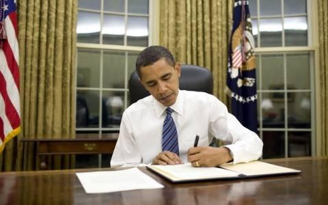 Ο Ομπάμα υπέγραψε τις νέες κυρώσεις κατά της Ρωσίας