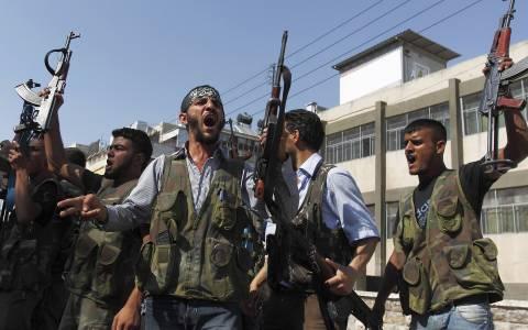 Τουρκία: Εκπαίδευση και εξοπλισμός Σύρων ανταρτών