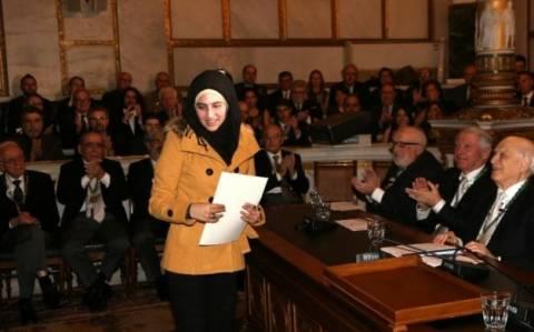 Βραβείο στην 19χρονη που έσωσε βρέφος από τα κύματα