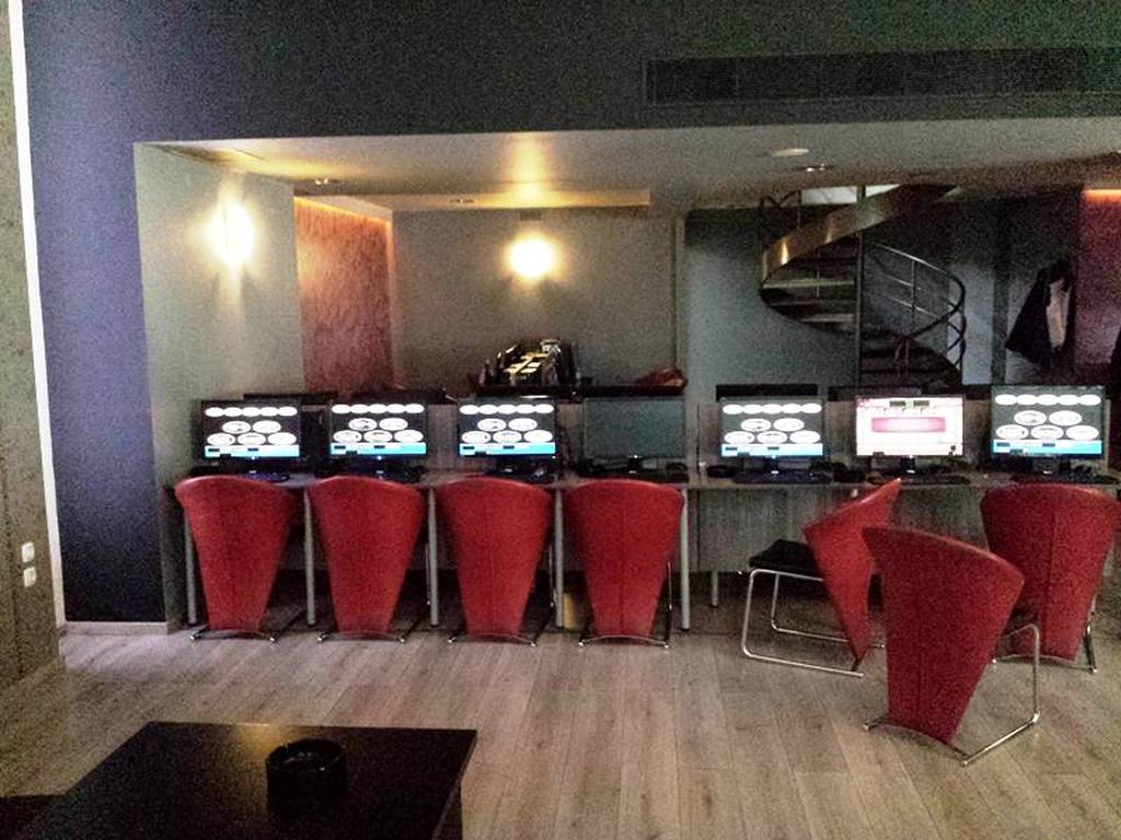 Παράνομο «μίνι-καζίνο» εντοπίστηκε στην Καλλιθέα (Pics)