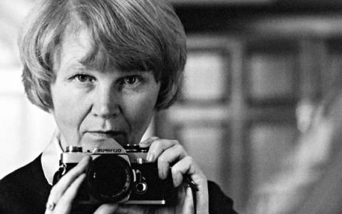 Πέθανε η διάσημη βρετανίδα φωτογράφος Τζέιν Μπόουν