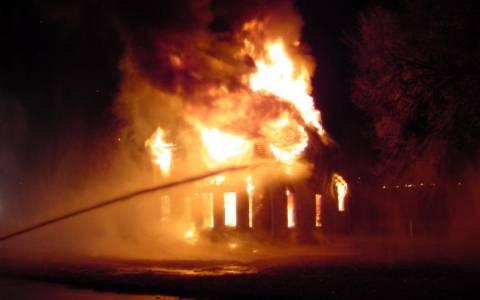 Τρεις τραυματίες από φωτιά σε σπίτι στο Περιγιάλι Κορινθίας