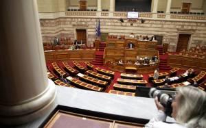 Βουλή: Έντονες αντιδράσεις για τις «τροπολογίες – ρουσφέτια»