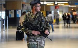 Γαλλία: Ανάπτυξη στρατιωτών για την ενίσχυση της ασφάλειας