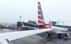Πανικός στο αεροδρόμιο της Νέας Υόρκης - Τράκαραν αεροπλάνα