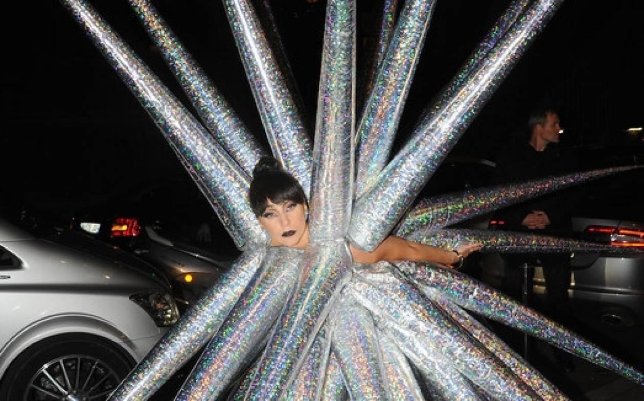 Οι διάσημοι και τα περίεργα που έκαναν το 2014