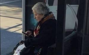 Η βουλευτής που χρησιμοποιεί λεωφορείο