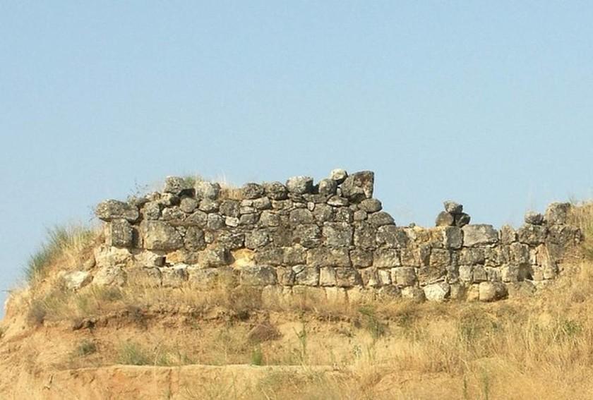 Κορυφή του λόφου Καστά (βάση του λιονταριού της Αμφίπολης)