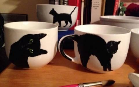 Μαύρη γάτα στο ποτήρι