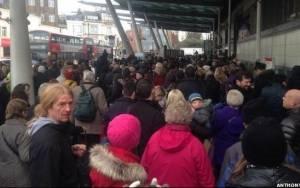 Λονδίνο: Χάος στα τρένα - Σφοδρή κακοκαιρία στο φόντο