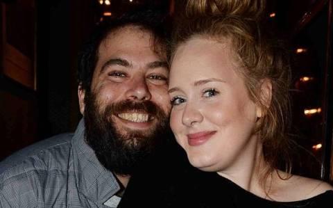 H Adele διαψεύδει το χωρισμό της