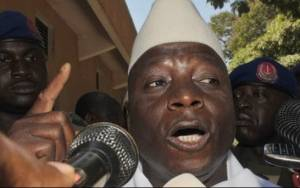 Γκάμπια: Πυρά κοντά στο προεδρικό μέγαρο