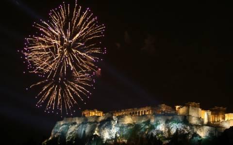 Έτσι υποδέχτηκε η Αθήνα το 2015 (vid + pics)