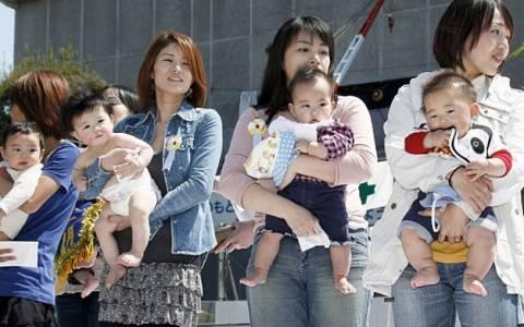 Ιαπωνία: Μείωση-ρεκόρ στις γεννήσεις το 2014