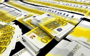 Die Welt: Οι Έλληνες τράβηξαν 2,5 δισ. ευρώ από τις τράπεζες τον Δεκέμβριο