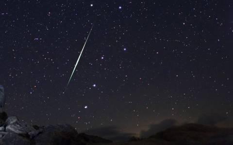 Ενα παιδί κοιτάει τα άστρα... για μετεωρίτες